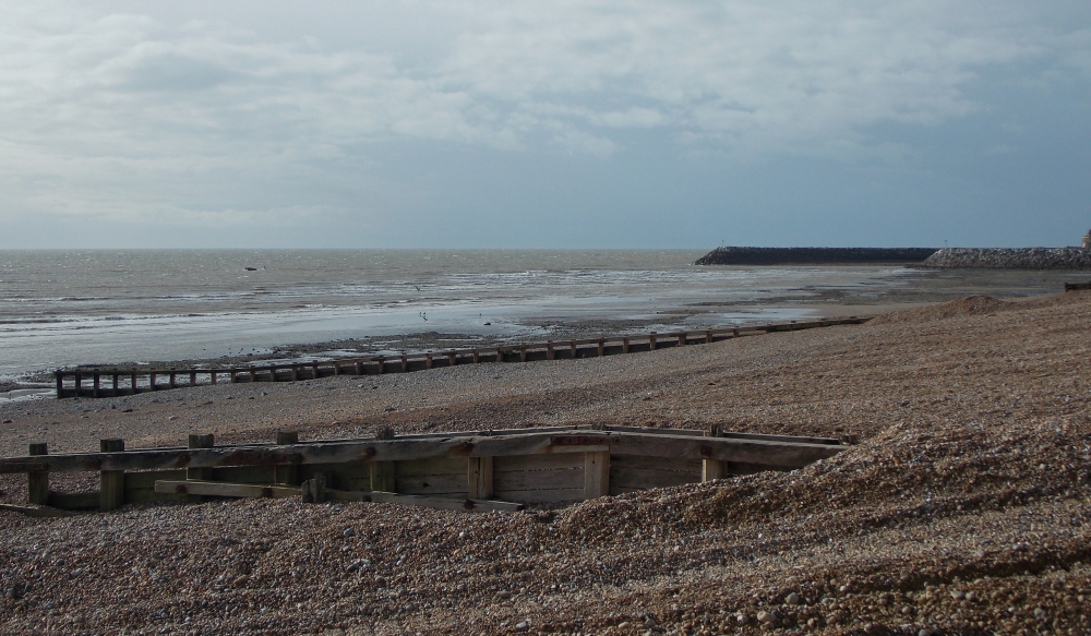 /pevensey_bay_white_horses_tower_looking_west.jpg/